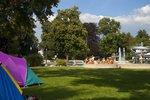 Zelten im Gartenbad