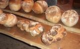 Brot backen im alten Holzofen